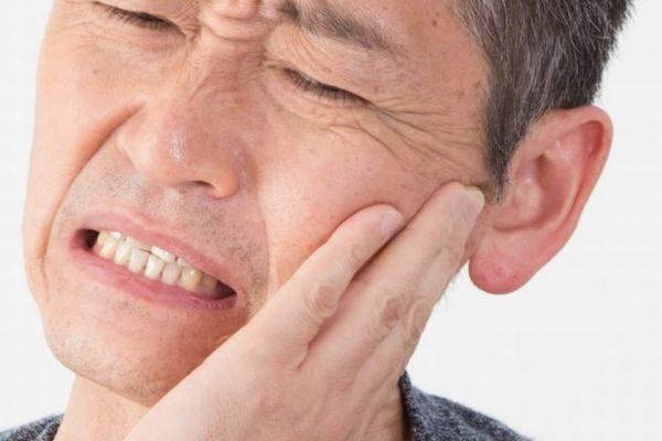 虫歯や歯周病で歯を抜く方へ!入れ歯・ブリッジ・インプラントの選び方・比較